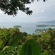 高台から3つのビーチを眺めることができます