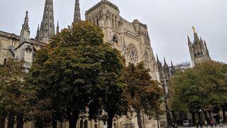 パリのノートルダム寺院を模倣したとか!