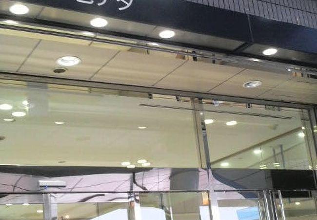 働くお父さん向けのテナントが多めの田町駅の駅ビルです