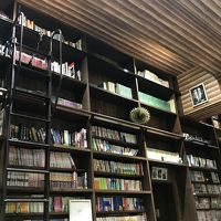 壁一面の本棚