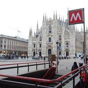 煌びやかな外観! ミラノに来たという気分になれます。