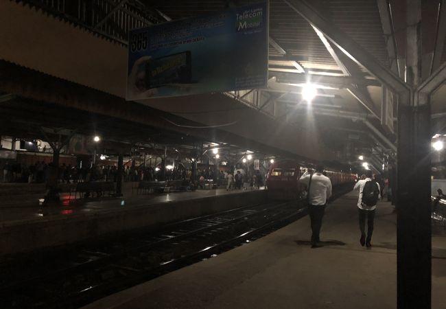 コロンボ フォート駅