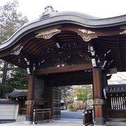 市内にある立派な寺院