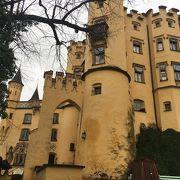 ノイシュバンシュタイン城側のオレンジ色のお城