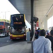 空港から香港の町中までは、A21の空港バスで向かってます。