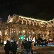 150年の歴史あるオペラ劇場、公式サイトでのチケット購入がお勧めです