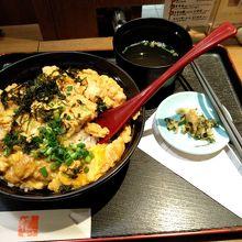 親子丼1210円なり。