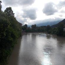 橋からの景観です。