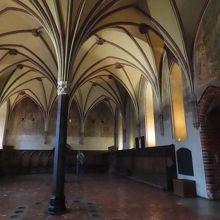 「高い城」チャプターハウス。ドイツ騎士団の会議室だった。