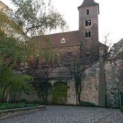 ロマネスクの美しい塔があるウィーン最古の小さな教会