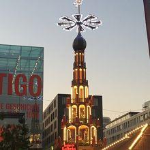 クリスマスマーケットによくある塔