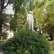 逢坂市長の銅像