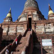 遺跡ではなく、今も使われている寺院