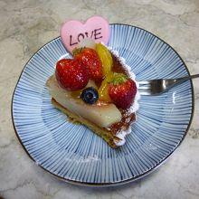 妻が買ってくれたケーキ、日本では何処でもノーと言われて、仕方