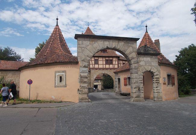 旧市街地の東にある門です。