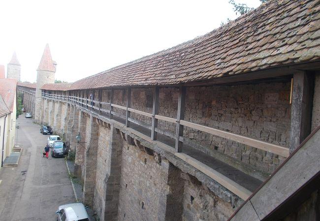 旧市街地を守る城壁でほぼ残っています。