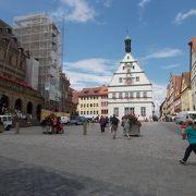 旧市街地の中心にあります。