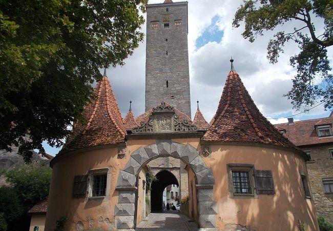 旧市街地の西側にある門です。