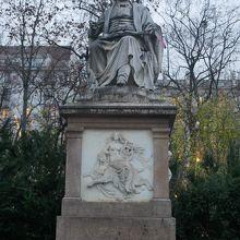 シューベルト像