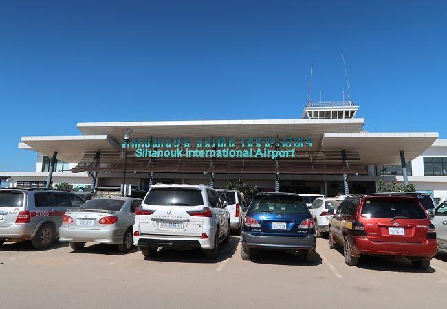コンポンソン空港 (KOS)