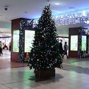 クリスマスらしい装飾でどこを見ても楽しげな雰囲気