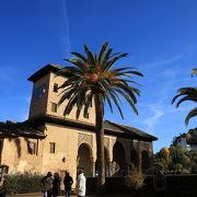 パルタル宮の優美な建築、貴婦人の塔