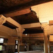 ナスリッド宮の玄関、メスアール宮