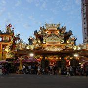 絢爛豪華な寺院