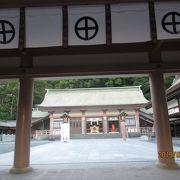 大鳥居が立派な神社です
