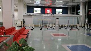 国際線ターミナルは閑散としていました