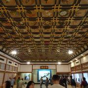 天井の絵が素晴らしい