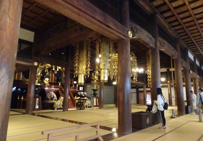 永平寺の本尊といえるところです。
