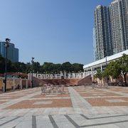 都会の喧騒の中で、ホッとできる公園です。