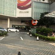 駅直結の巨大なショッピングモール