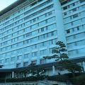 琵琶湖 の「水」をテーマにデザインされた琵琶湖畔に佇む琵琶湖マリオットホテル