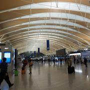 大きく立派な空港