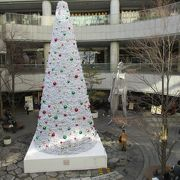 クリスマスツリーは素敵で見ごたえあります。