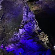 【 そろり~そろり~  】 真っ暗な 世界最長の溶岩洞窟