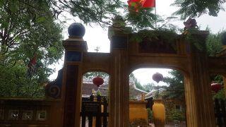 カムフォー寺 (郷賢祠)
