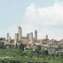 塔の街「サンジミニャーノ」の全景