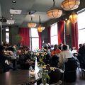 いい雰囲気のカフェ。チョコレート店が併設。