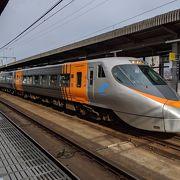 宇多津駅で「しおかぜ」と連結・解除