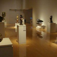 彫刻や現代アートも展示