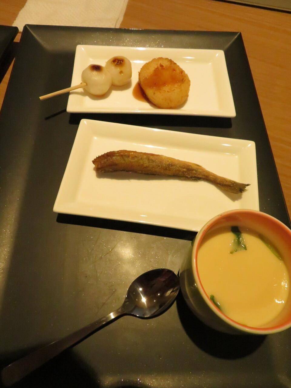 魚のからあげと茶碗蒸し、みたらし団子、コロッケ