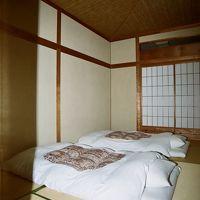 211号室〝松の間〟は八畳禁煙和室。
