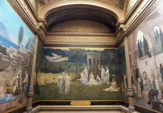 展示物が豊富、17世紀の修道院を利用した外観や中庭も素敵な美術館