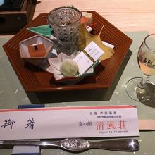 会席料理・盛り合わせと食前酒・・7種類とご飯・汁など