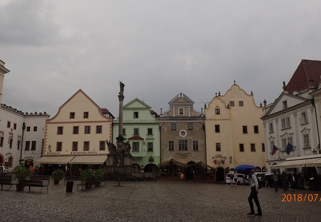 旧市街地の中央にある広場です。市庁舎の建物やペスト記念塔がある広場です。