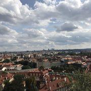 プラハ城付近から街並みを一望できます。