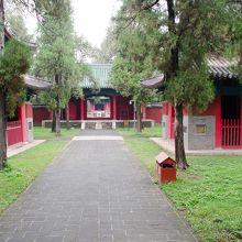 顔廟の参道